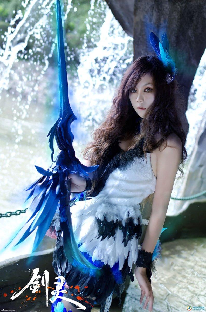 剑灵美女玩家暗蓝羽衣COS—靓丽秒杀灵芝