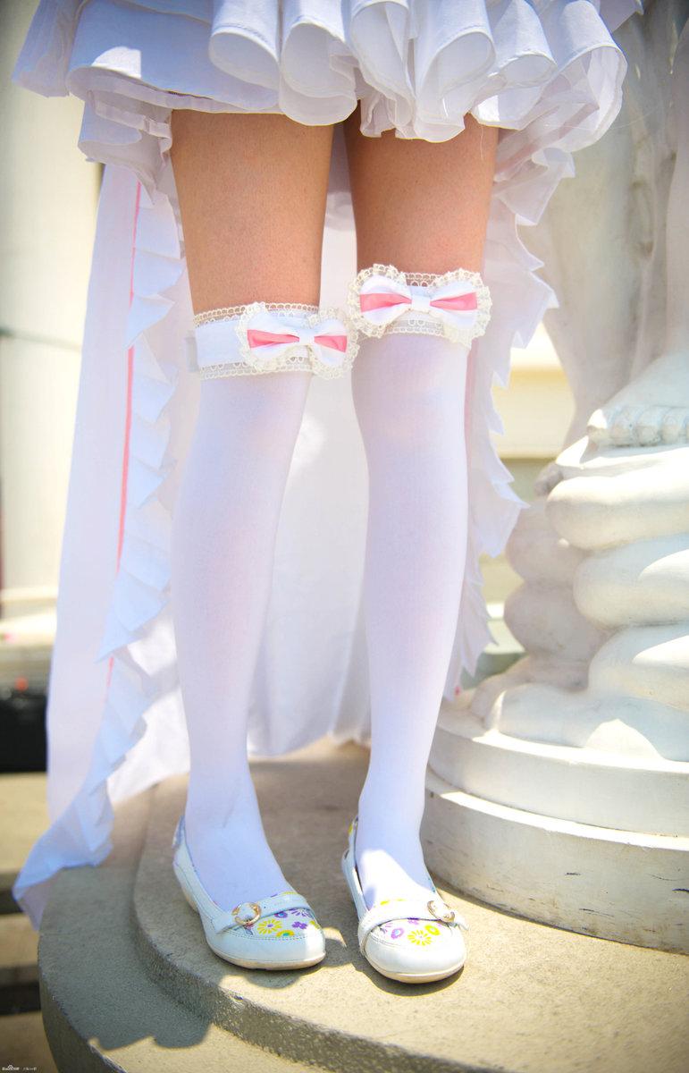 超萌妹子COS人型电脑 白丝美腿也清纯
